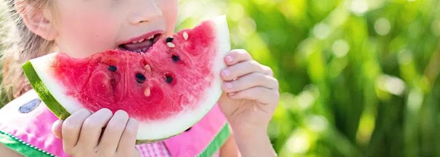 claves-para-que-tus-hijos-se-alimenten-de-forma-saludable-en-verano