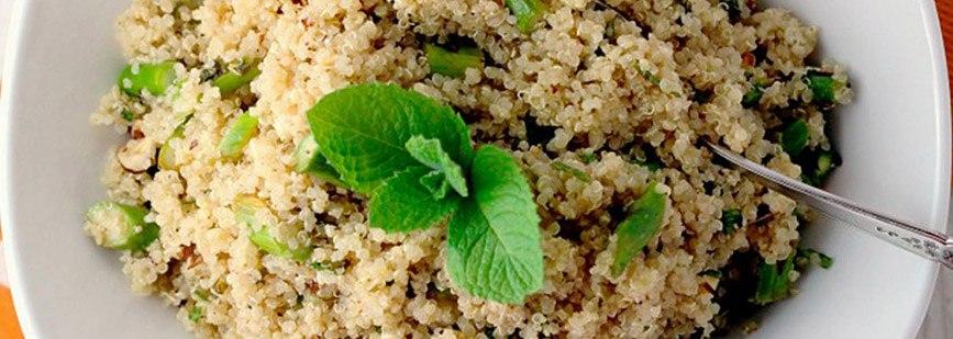 Rissoto de quinoa con crema de espárragos.